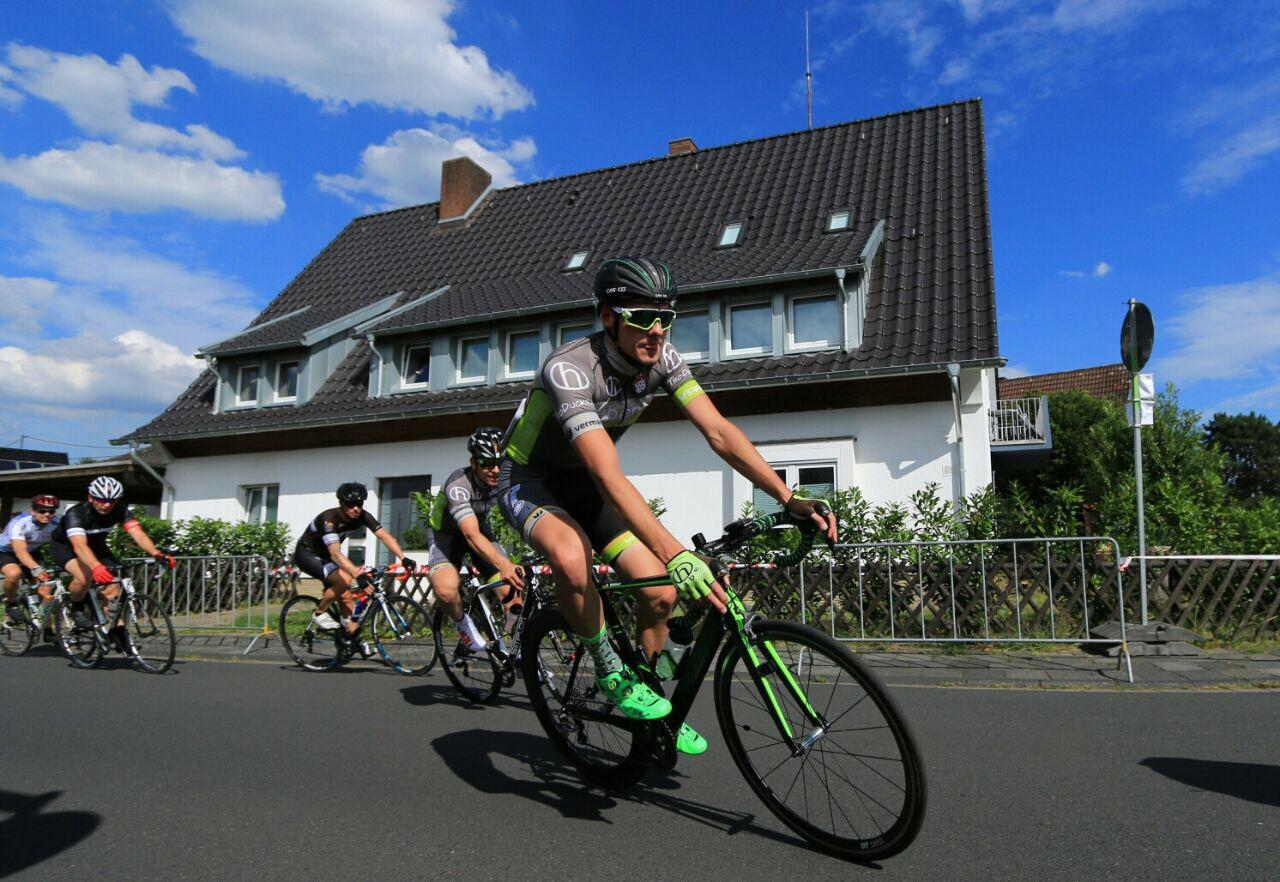Samstag 8. Juli Hobbyrennen und Männer Elite C Rennen in Spich | haberich cycling crew